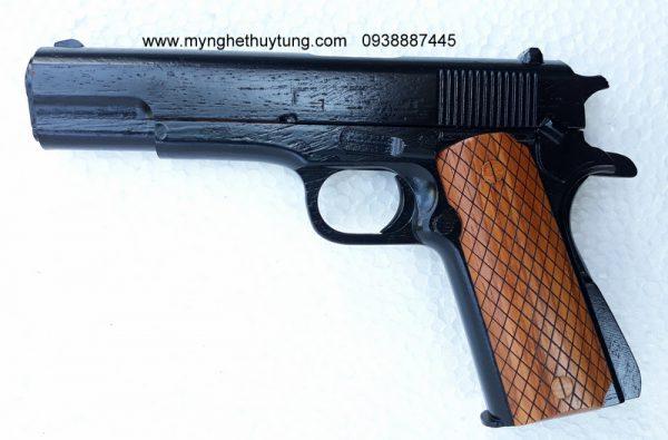 GUN-M4A1 (1)
